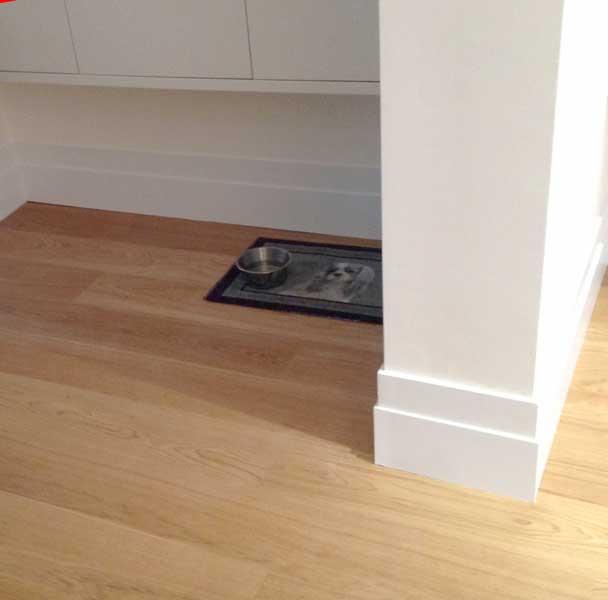 Oak engineered-wood floors with decorated skirting