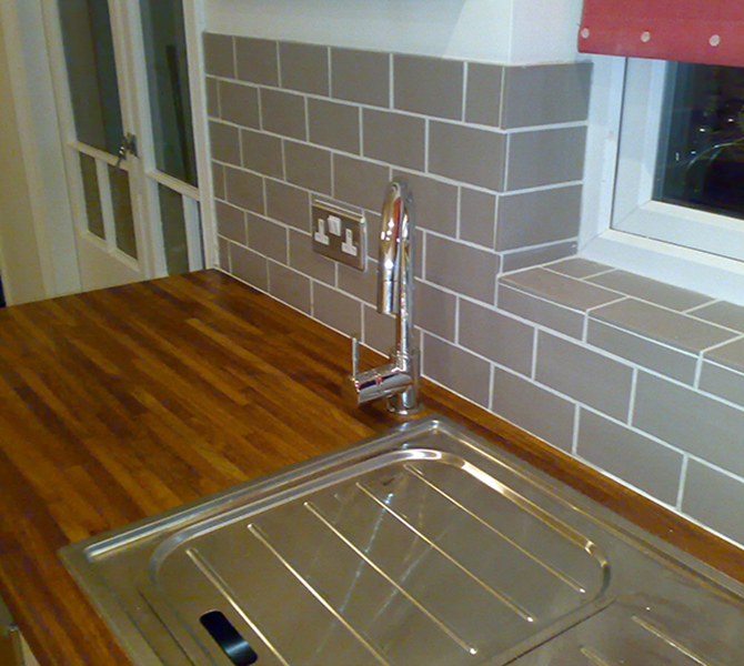 Kitchen installation & tiling