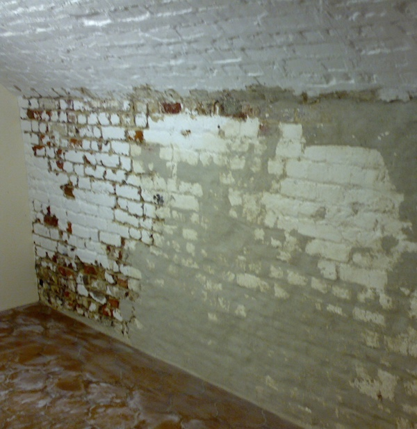 Cellar wall with lime mortar repairs